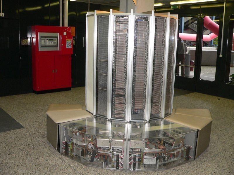 Первый SSD-накопитель от компании StorageTek